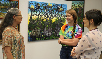 Leslie Peebles talking with NFCC student and art instructor at Hardee Center for the Arts Sept 27 2017